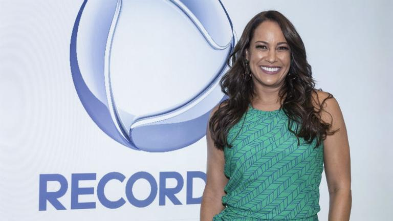 renata-alves-fecha-com-record-tv-ate-2022