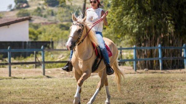 juliana-paes:-aulas-de-equitacao