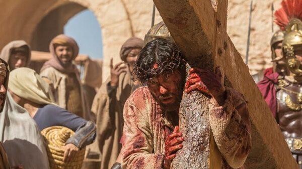 jesus-recebe-uma-coroa-de-espinhos