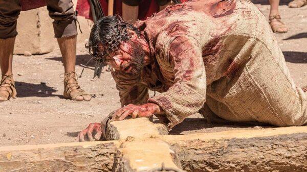 o-messias-e-crucificado-entre-dimas-e-gestas