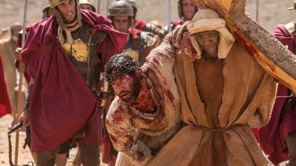 simao-de-cirene-ajuda-cristo-a-carregar-sua-cruz