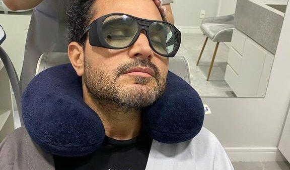 luciano-camargo-sofre-enquanto-faz-tratamento-para-queda-de-cabelo:-'meu-deus-do-ceu'