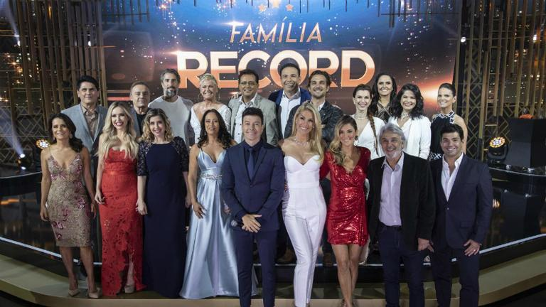 artistas-da-record-tv-trocam-presentes