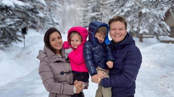 thais-fersoza-surge-com-michel-telo-e-filhos-na-neve-e-brinca:-'fomos-conhecer-a-casa-da-elsa'