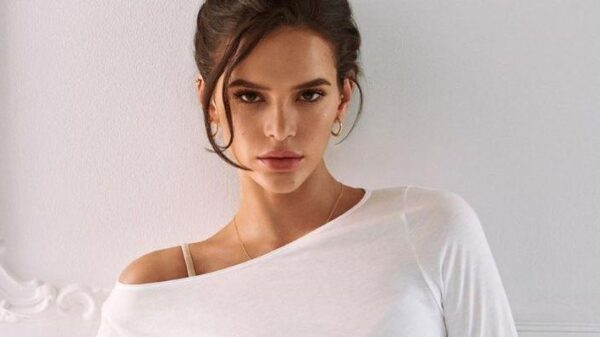 bruna-marquezine-exibe-boa-forma-e-beleza-da-atriz-chama-atencao