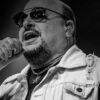 paulinho,-vocalista-da-banda-roupa-nova,-morre-aos-68-anos-vitima-de-covid-19