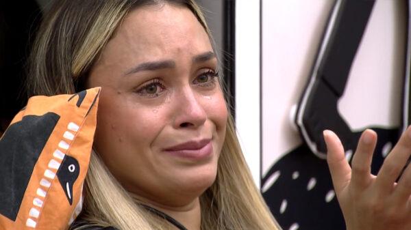 Sarah chora no BBB21 após DR com Rodolffo