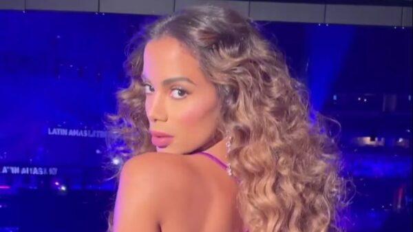 Anitta mostra capa de Girl From Rio