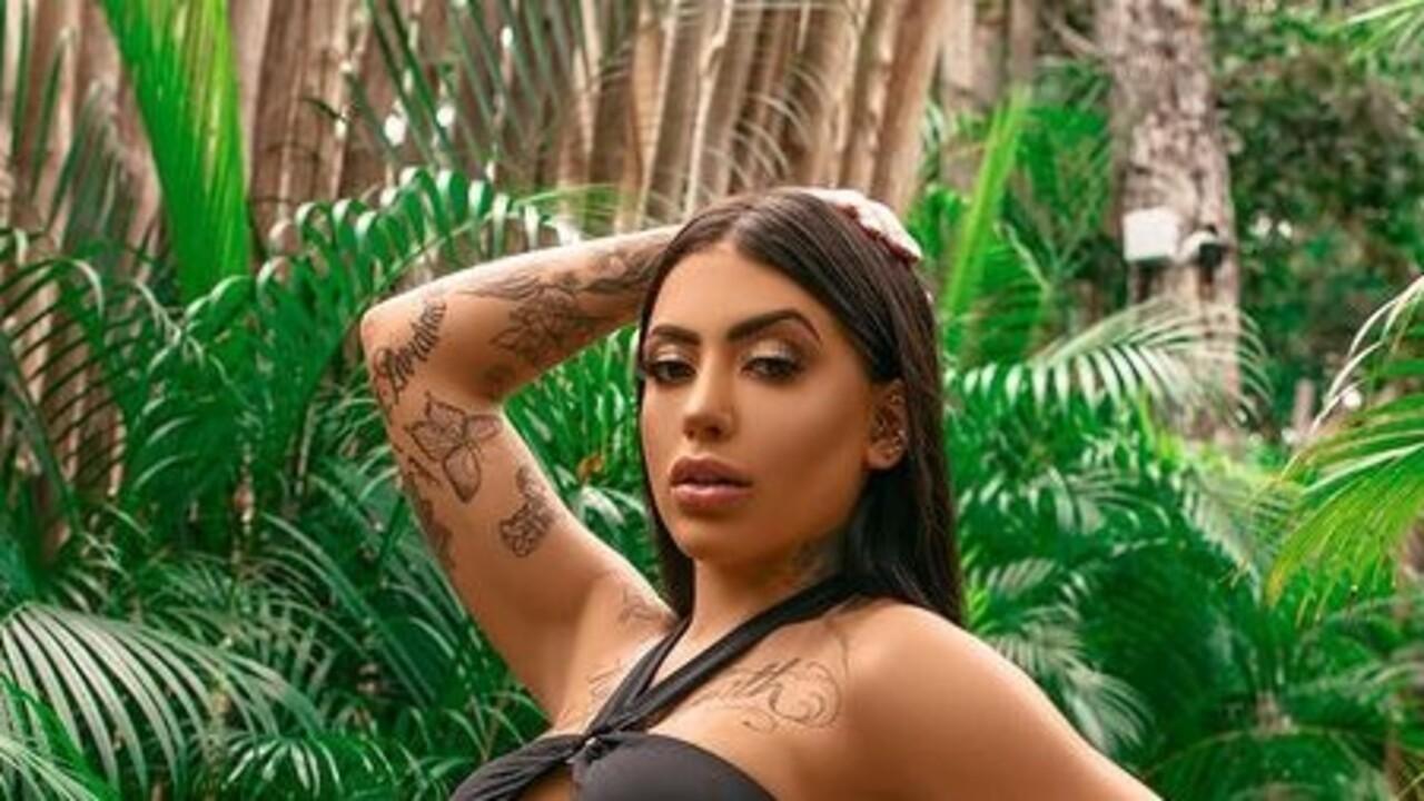 MC Mirella usa maiô cavadíssimo e agita web