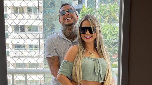 Deolane Bezerra faz tatuagem em homenagem a MC Kevin