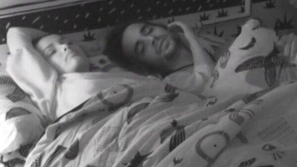 Juliette e Fiuk na cama do quarto Cordel no BBB21 - Crédito: Reprodução / Globoplay