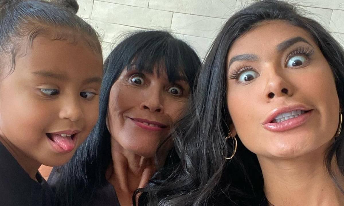 Pocah com mãe e filha - Crédito: Reprodução/ Instagram.