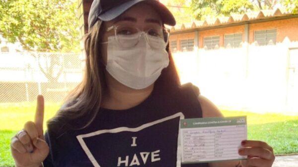 Hagda Kerolayne, irmã de Whindersson Nunes, é vacinada. Foto: Reprodução/Instagram