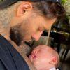 Lucas Lucco encanta a web ao fazer vídeo chamada com o filho. Foto: Reprodução/Instagram