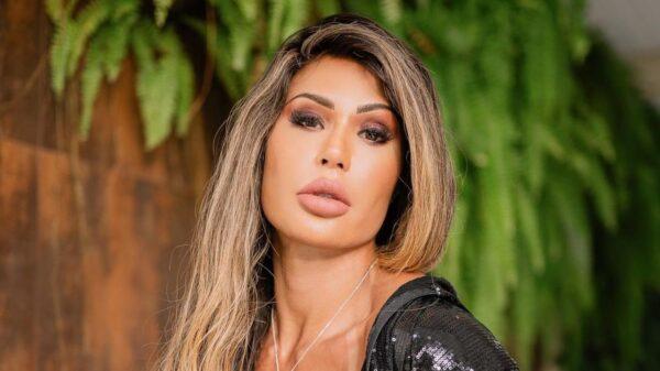 Gracyanne Barbosa faz vídeo sensual de pole dance