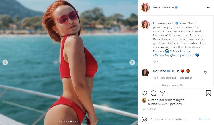 Larissa Manoela agita web ao surgir de biquíni vermelho em fotos