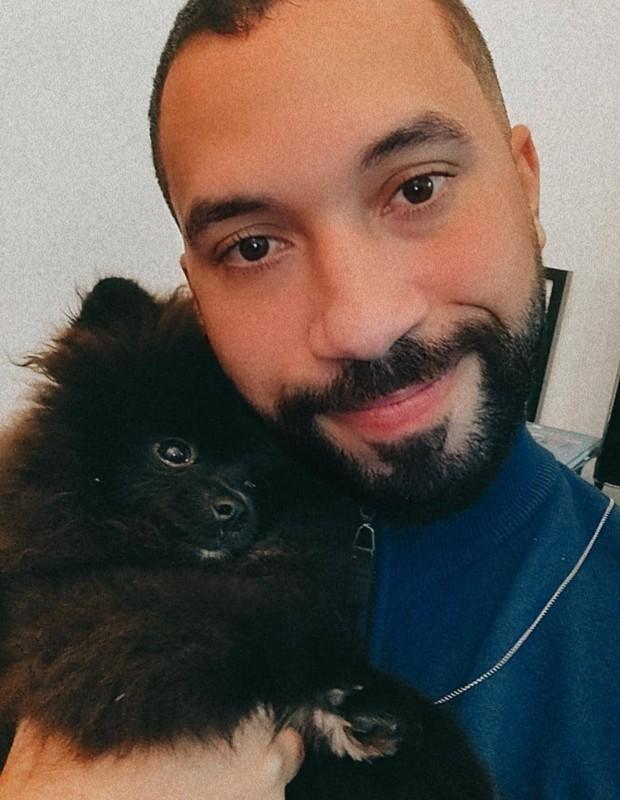 Gilberto e sua cachorrinha - Crédito: Reprodução/ Instagram