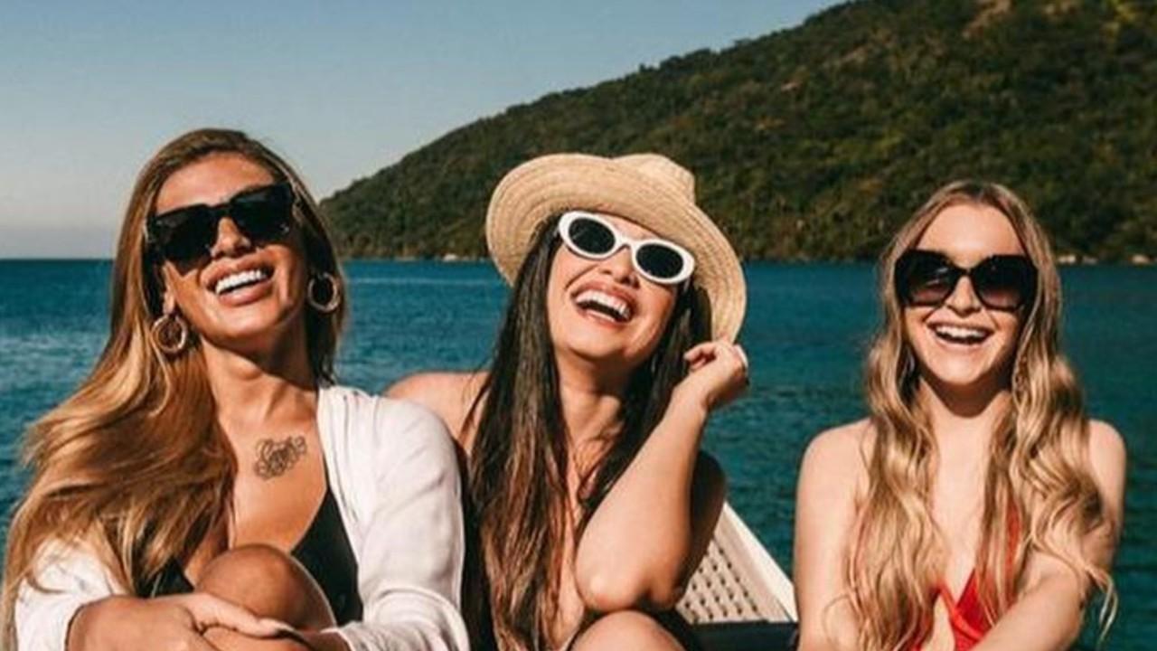 Juliette curte passeio de barco com Pocah e Carla Diaz