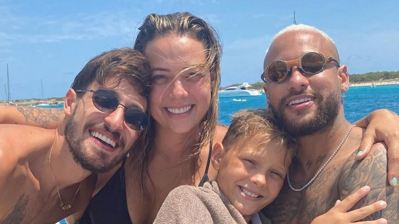 Carol Dantas revela fotos inéditas de viagem com Neymar