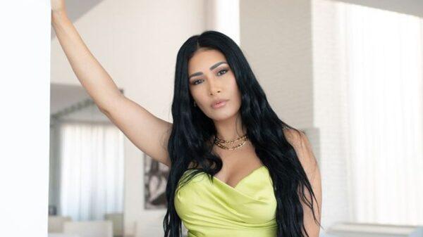 Simaria aposta em look ousado para a Paris Fashion Week