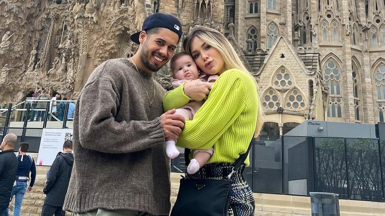 Virginia Fonseca e Zé Felipe passeiam por Paris com a pequena Maria Alice